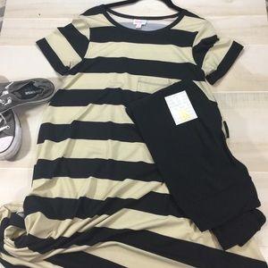 🦄🦄 LuLaRoe Outfit w/ black leggings 🦄🦄